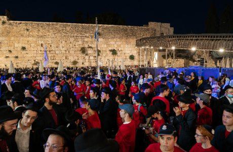 הכנסת ספר תורה של ילדי ישראל בכותל